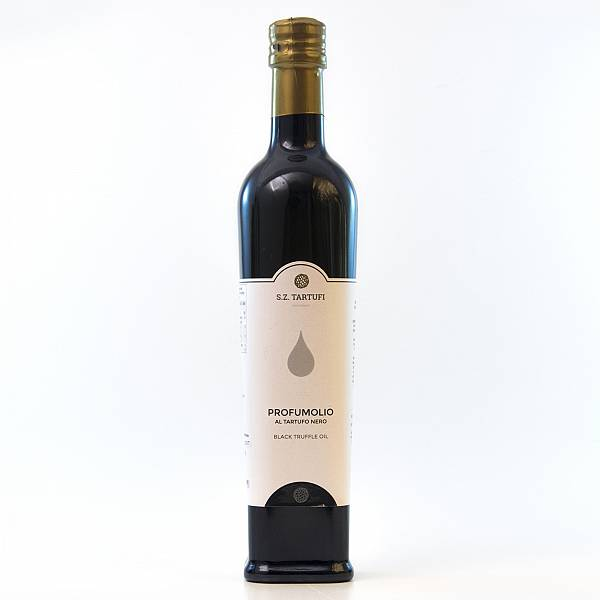 Condiment based on extra virgin olive oil with black truffle aroma 500 ml. 16,8 oz.